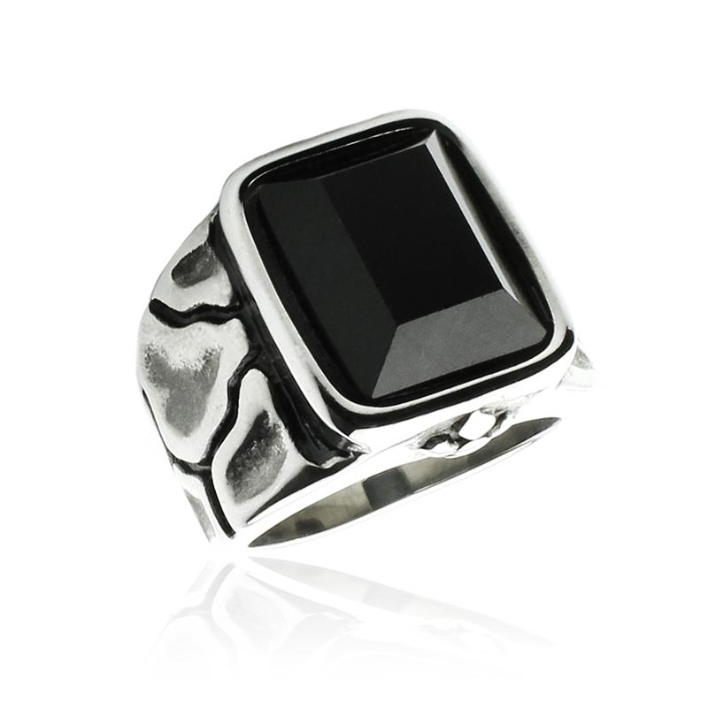Pánský prsten s černým krystalem z chirurgické oceli S319090
